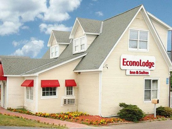 Econo Lodge Inn & Suites Shelburne VT, 5482